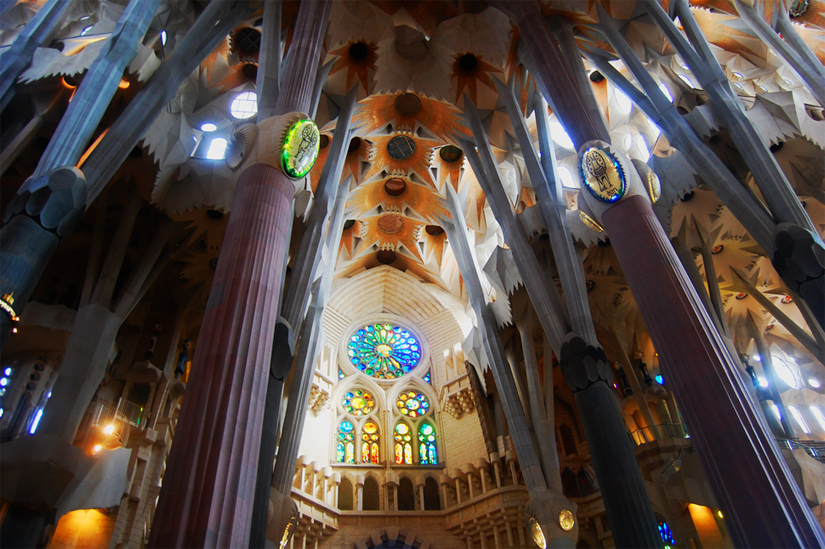 Inside la sagrada familia is it worth a visit for La sagrada familia en barcelona