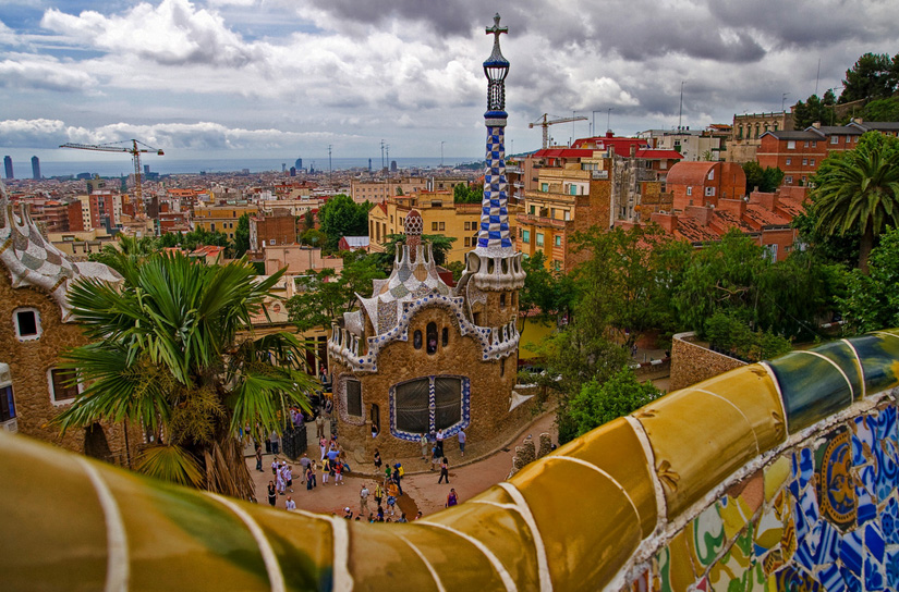 A Brief Guide to Barcelona in 9 Stories and Articles